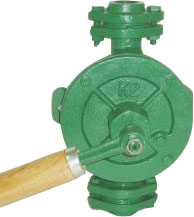 Pompa a semirotazione manuale - con manico in legno