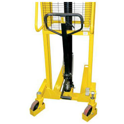 "Stackers ""SFH 10"" / ""SFH 10D"" - lifting capacity: 1000 kg - yellow"